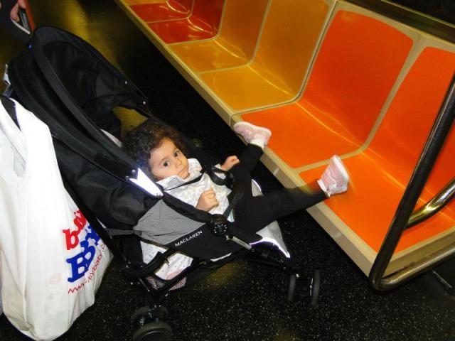 Bela dando um rolé de metrô