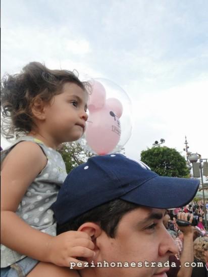 Encantada com a parada da Disney