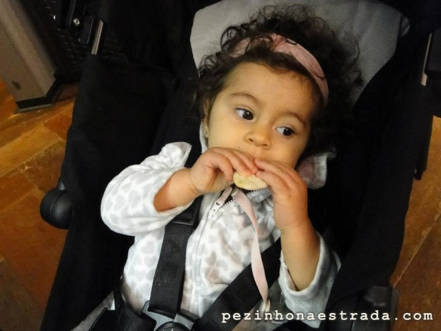 A Bela comendo Baby Mum-mum