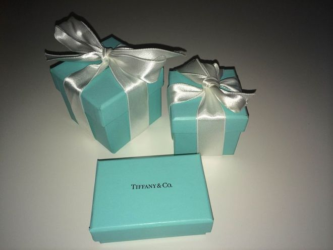 Caixinha azul da Tiffany & Co. Créditos: Adriana Górak.  http://commons.wikimedia.org/wiki/File:Tiffany_blue_box_1.jpg