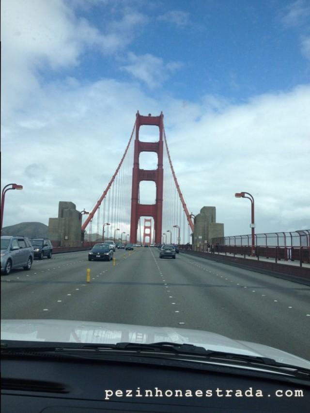 Cruzando a Golden Gate Bridge de carro