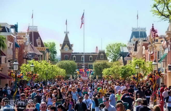 Disneyland em dia de Spring Break. Créditos: Mac Daddy, http://micechat.com/blogs/dateline-disneyland/1430-spring-break-crowds-toy-story-parking-rivers-america-dca-construction-more.html