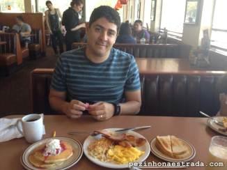 Café da manhã no Denny's
