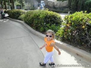 Passeando toda independente pelo zoológico