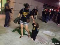 Na saída do Staples Center, com as camisetas que ganhamos de presente