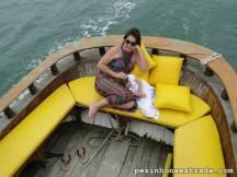 Passeio de barco - a Bela dormindo no colo da vovó