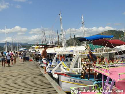 Barcos para alugar no cais