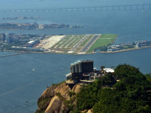 Pista do Aeroporto Santos Dummont. Créditos: Mario Roberto Duran Ortiz. http://creativecommons.org/licenses/by/3.0/