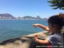 Apreciando a vista do Forte de Copacabana