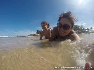 Bela e a mamãe em Tibau do Sul.