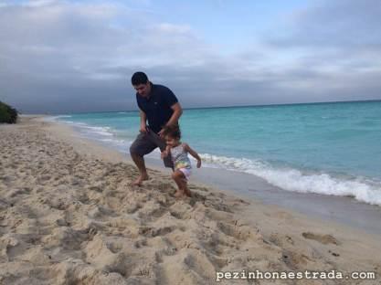 A Bela e o papai curtindo um pouco a praia